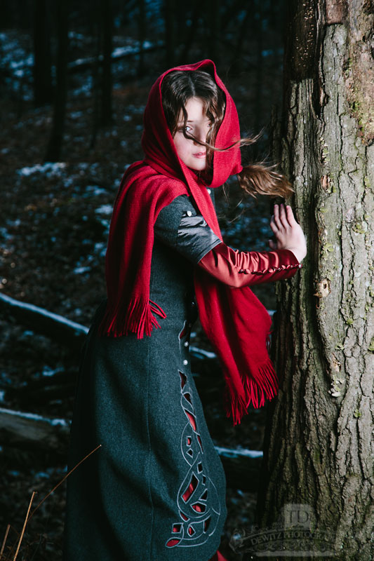 Red Riding Hood Spins Terrified