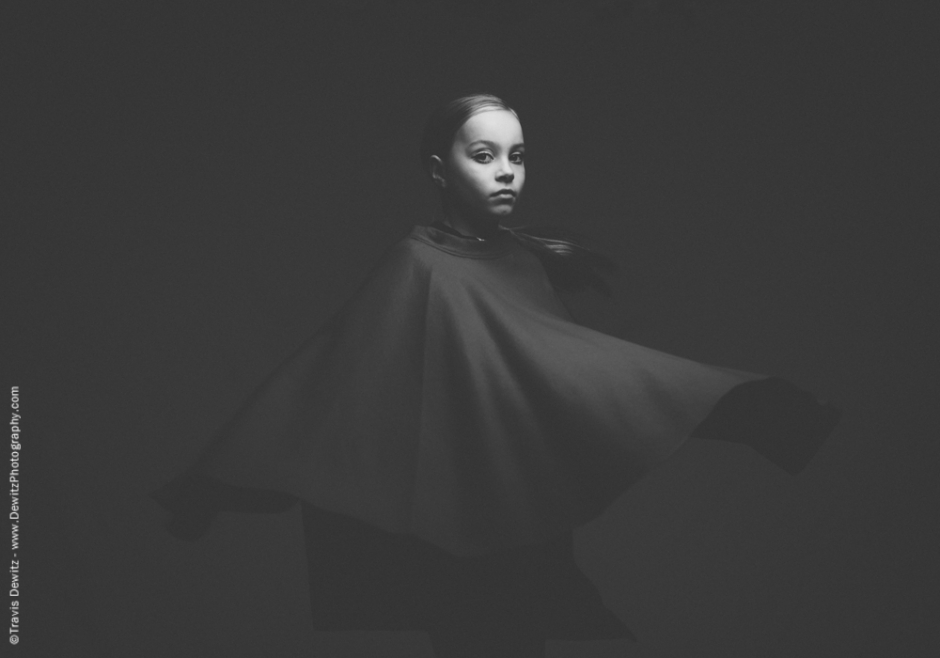 teslyn_twiggy_black_white_spinning_cape