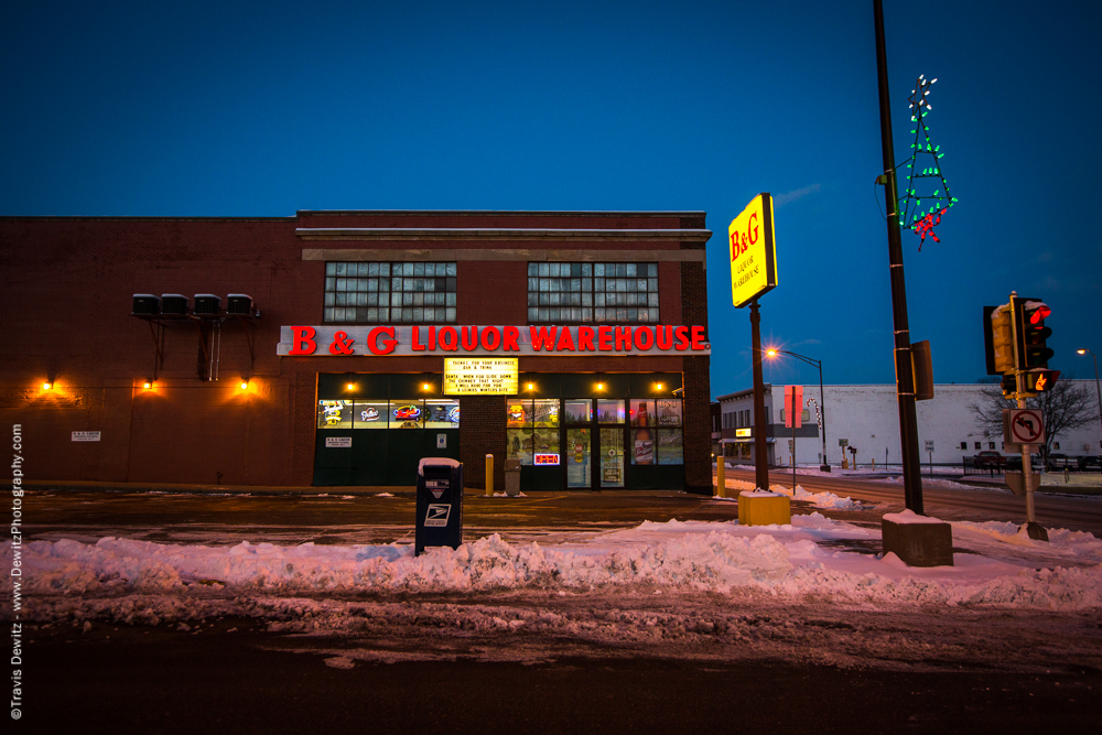 Chippewa Falls- B and G Liquor at Night