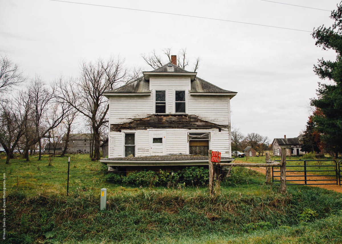 old-farm-house-decay-falls-city-wi-historic-city