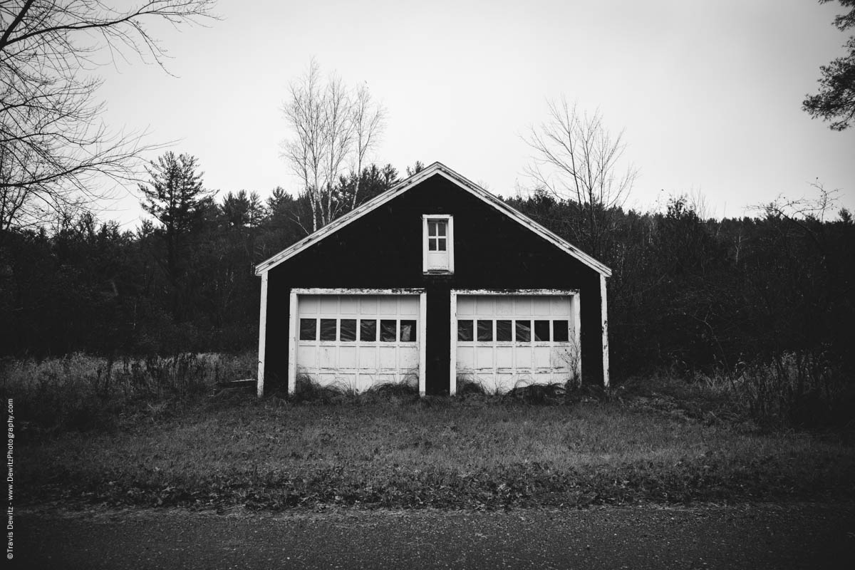 neat-two-door-garage-middle-of-nowhere-elk-lake-wi-historic-city