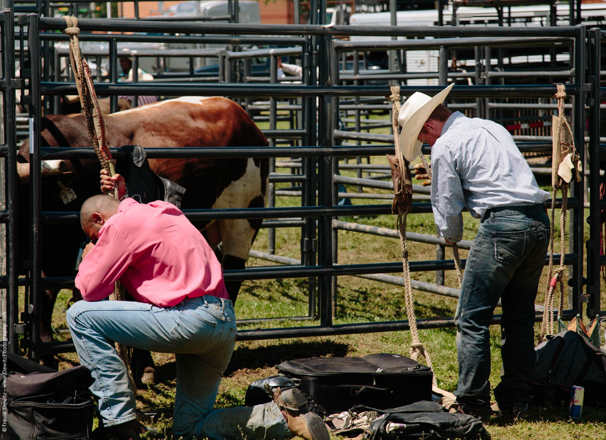3-Bull Riders Praying and Getting Ready -2706