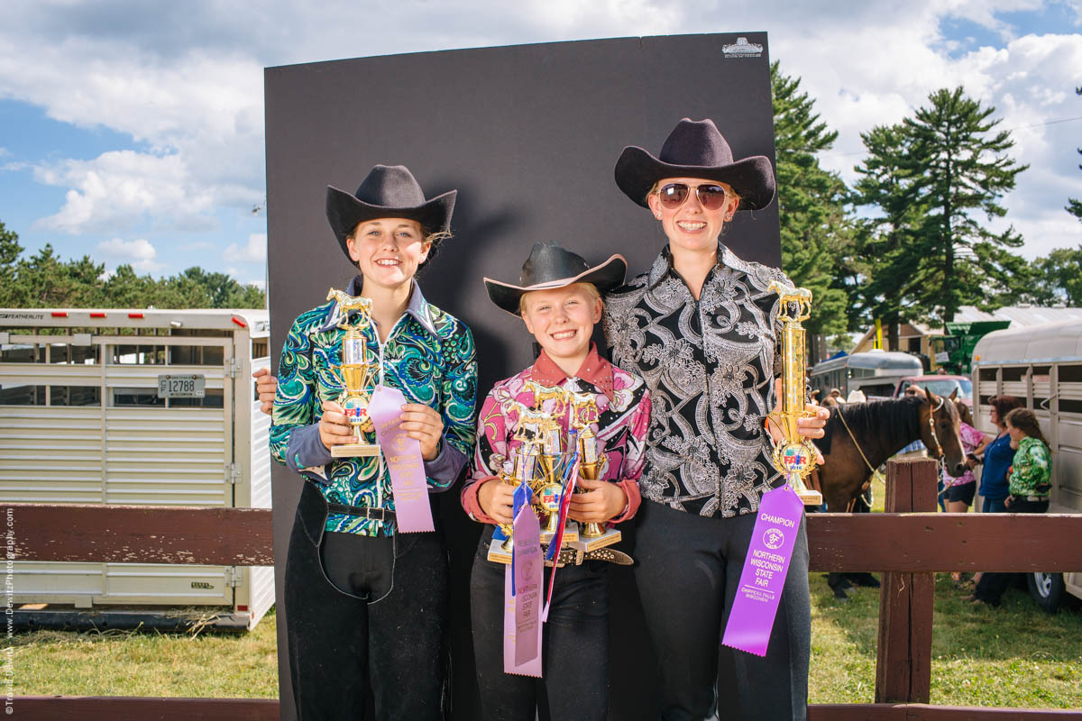 junior-fair-champions-group-portrait-horse-event-northern-wisconsin-state-fair-
