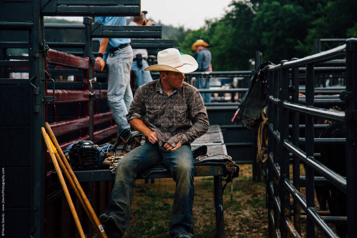 bull-rider-getting-dressed-jeans-chutes-4501