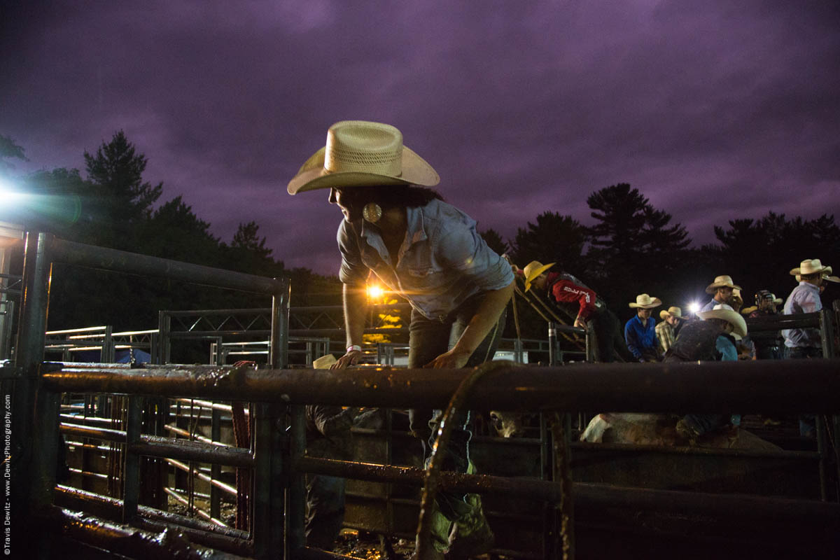bull-riding-cowgirl-climbs-fence-5189