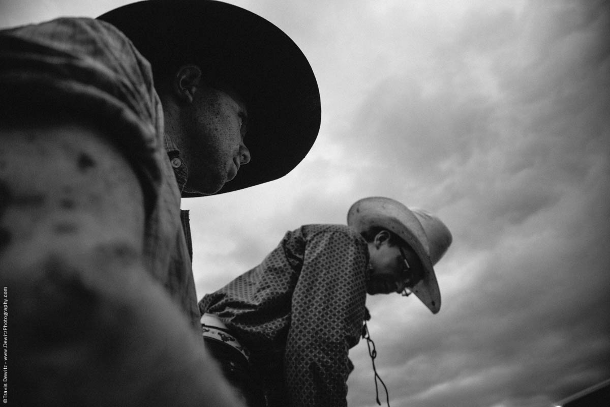 cowboys-covered-in-mud-prepare-for-thebull-dramatic-skies-5059