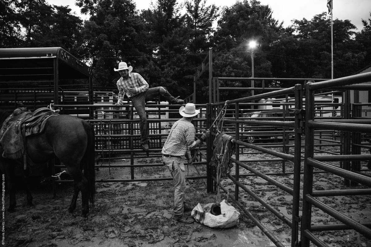 cowboys-getting-set-at-rodeo-jumping-fence-4510