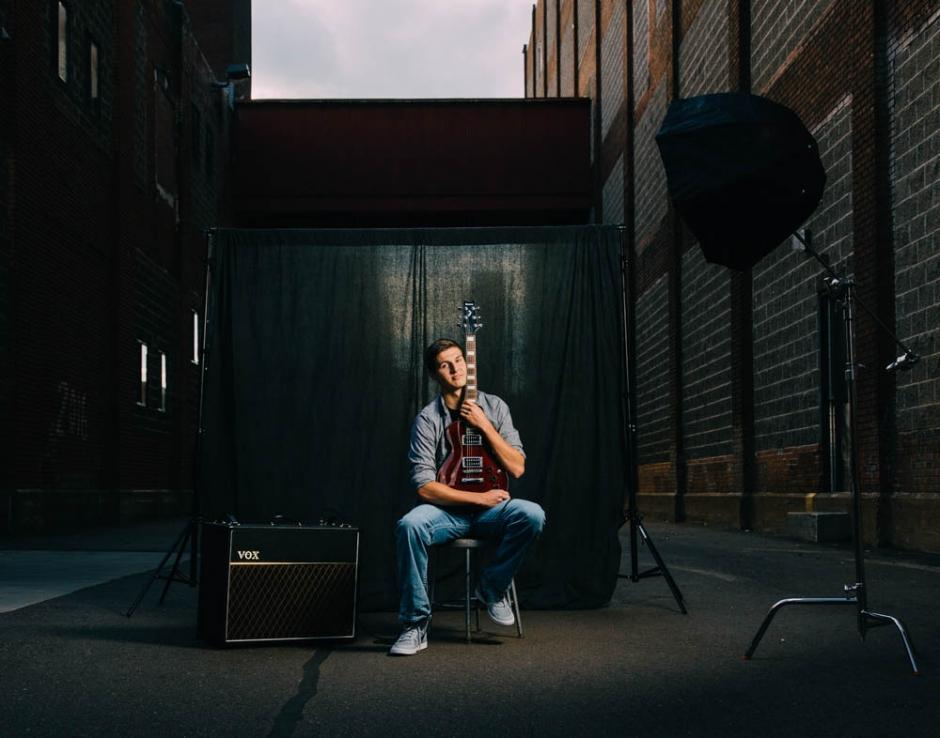 aaron-senior-portrait-editorial-guitar-chetek-weyerhaeuser-hs-2585-travis-dewitz