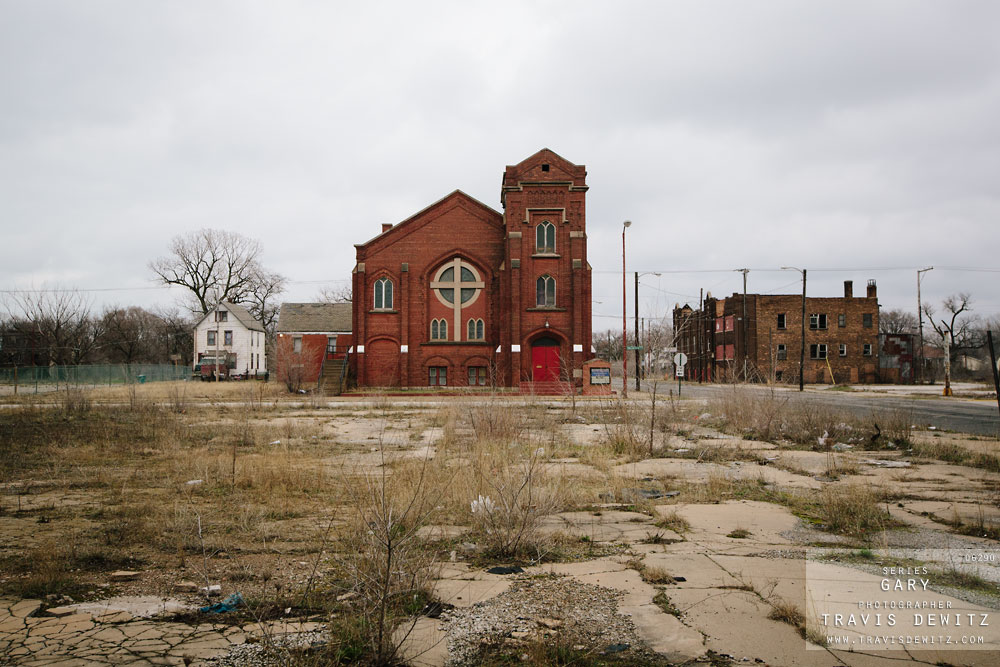 gary_in_large_church_and_cross_vacant_lot_6290_web