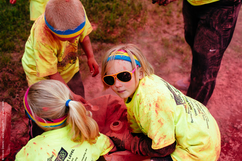 panther_color_run_scooping_red_powder