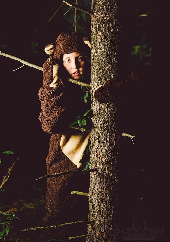 madalina_behind_tree_web