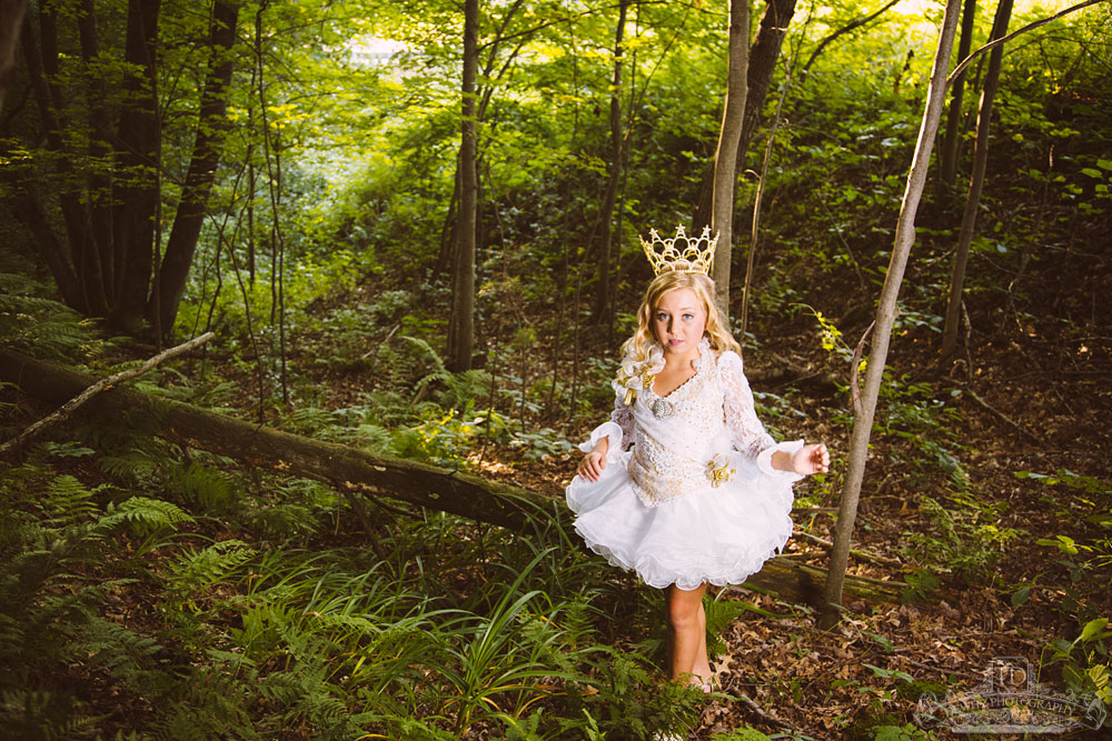 madalina_princess_with_crown_forest_web