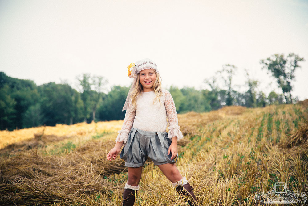 madalina_vintage_outfit_field_web