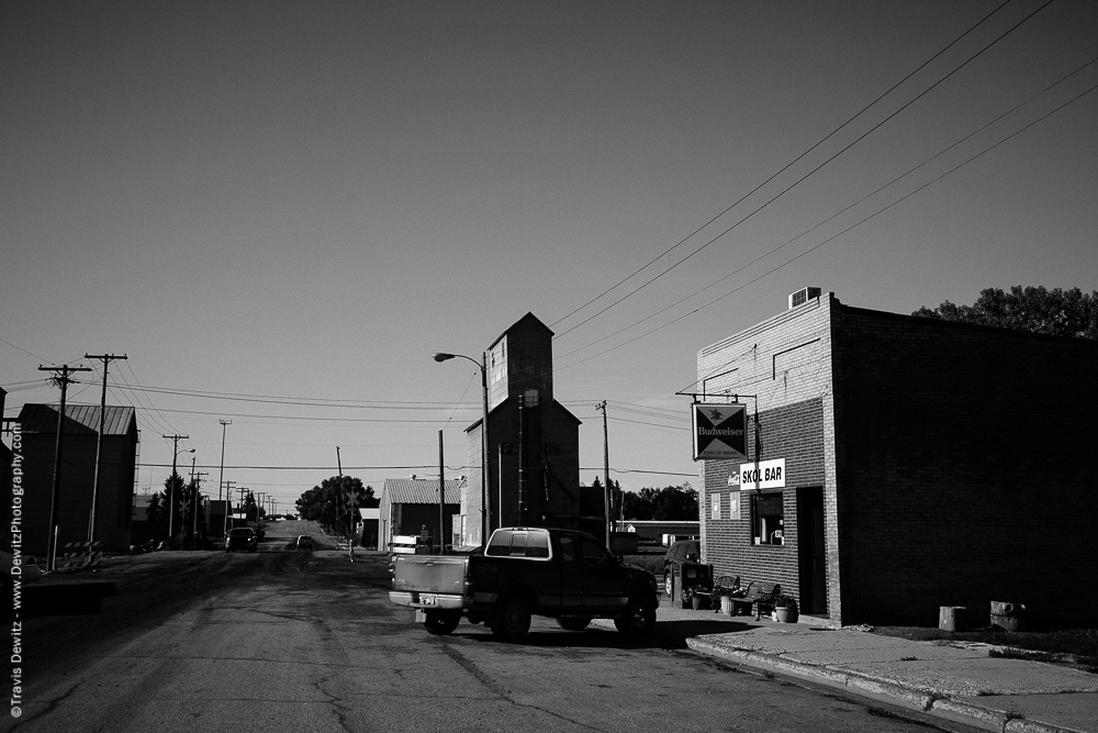Skol Bar and Grain Elevator - Tioga, ND