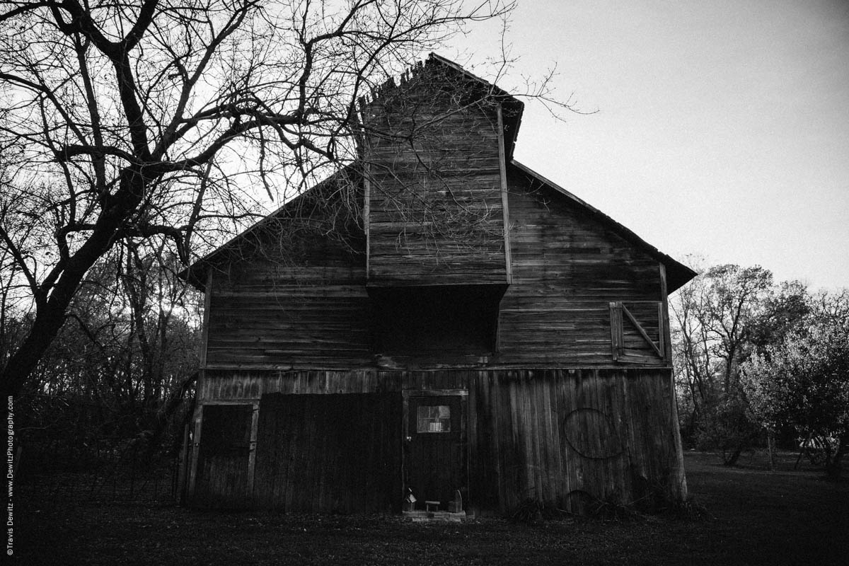 caryville-wi-eerie-abandoned-barn
