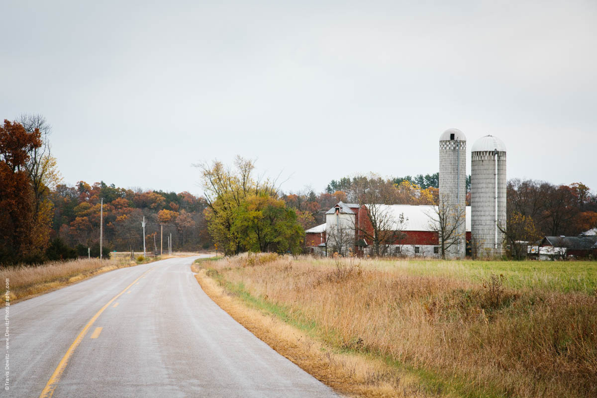 red-farm-barn-on-county-road-o-meridean-wi-historic-city-series