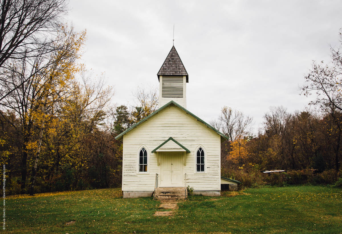 small-abandoned-country-church-falls-city-wi-historic-city