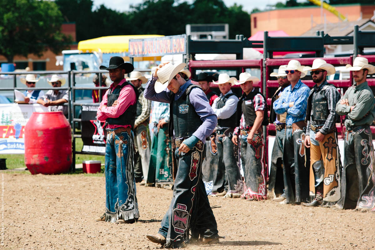 6-Bull Riders Line Up-2752