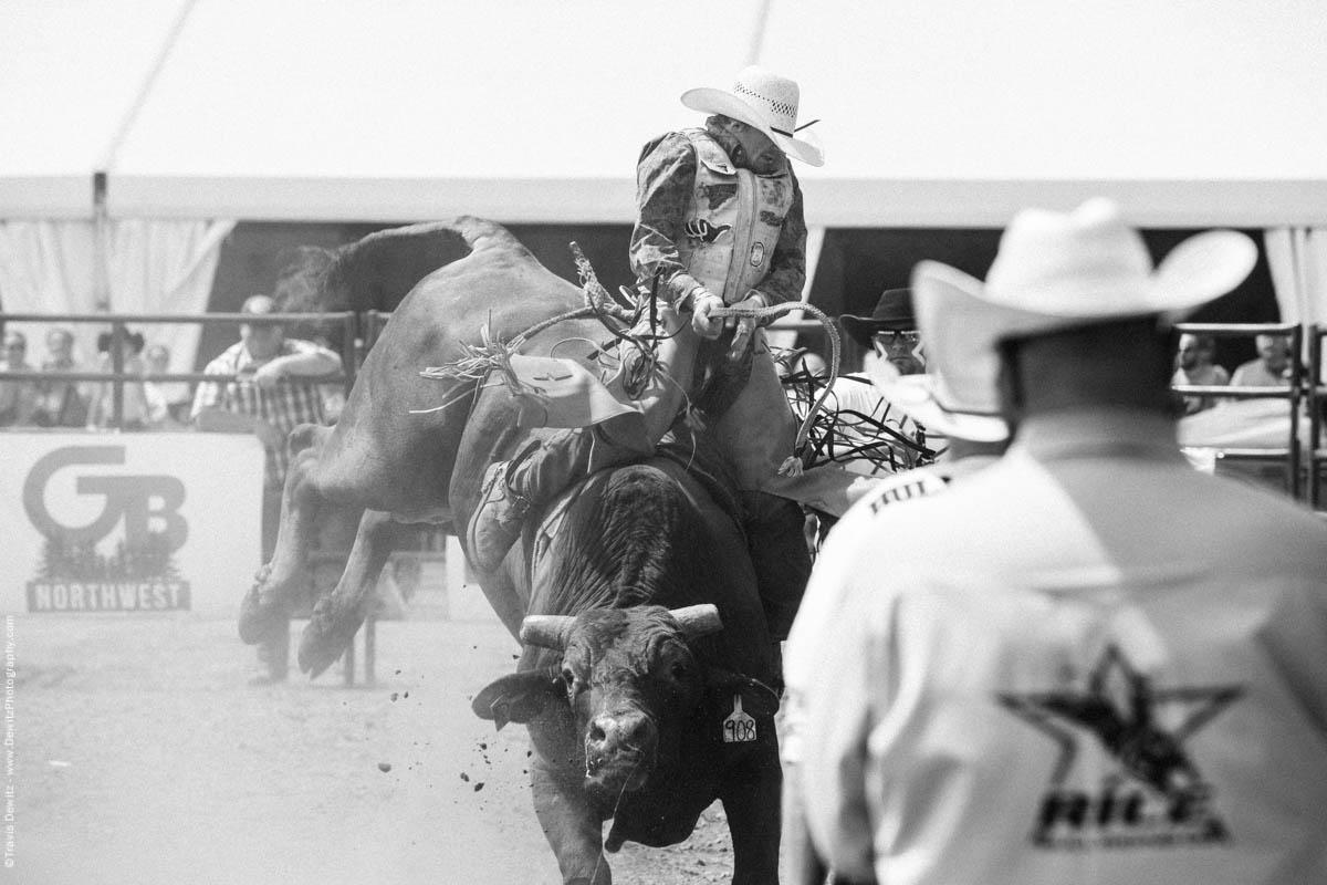 Angry Bull Jumping Rider-2880