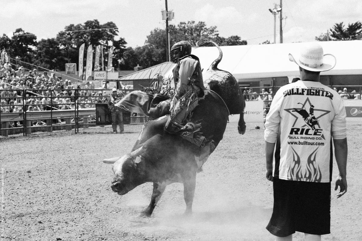 Rice Bull Riding Co. Riding the Bull-2864