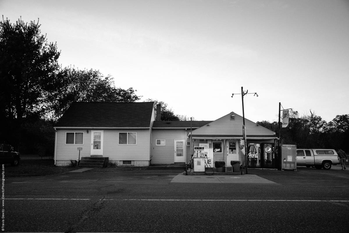 No. 9897 - Luer's Grocery - Caryville, Wis.