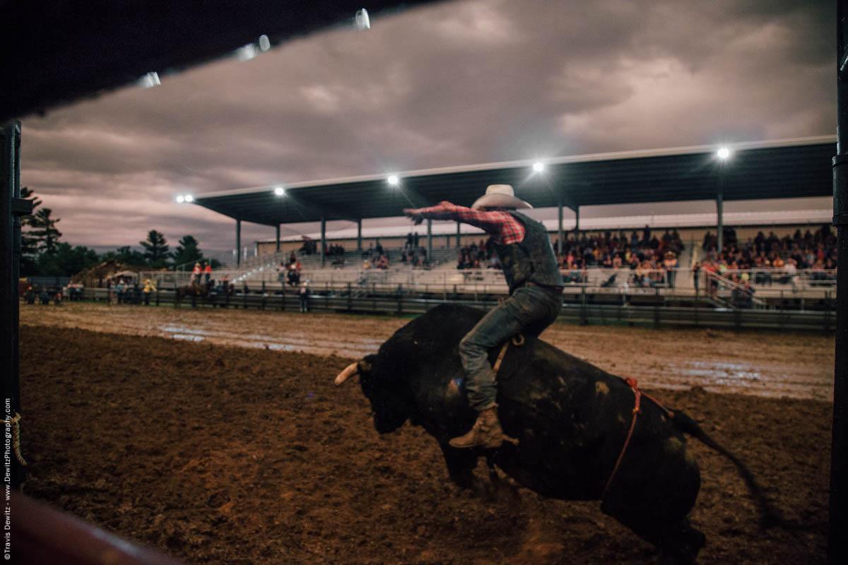 bull-jumps-muddy-arena-5085