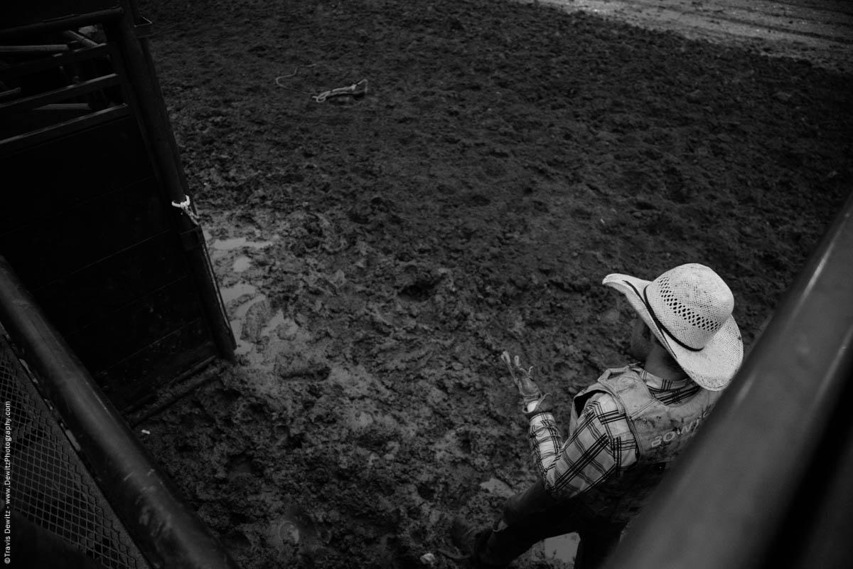 bull-rider-injuries-hand-5037