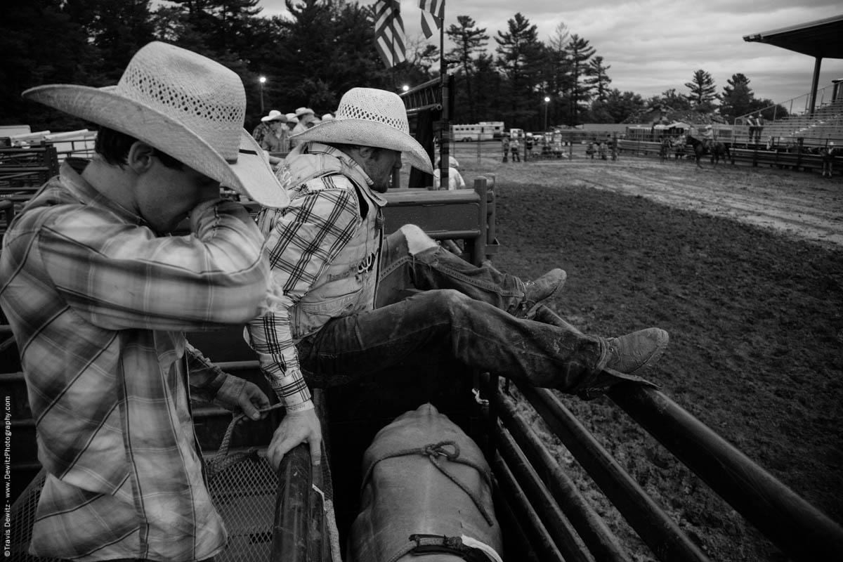 bull-rider-stretches-over-chute-4921