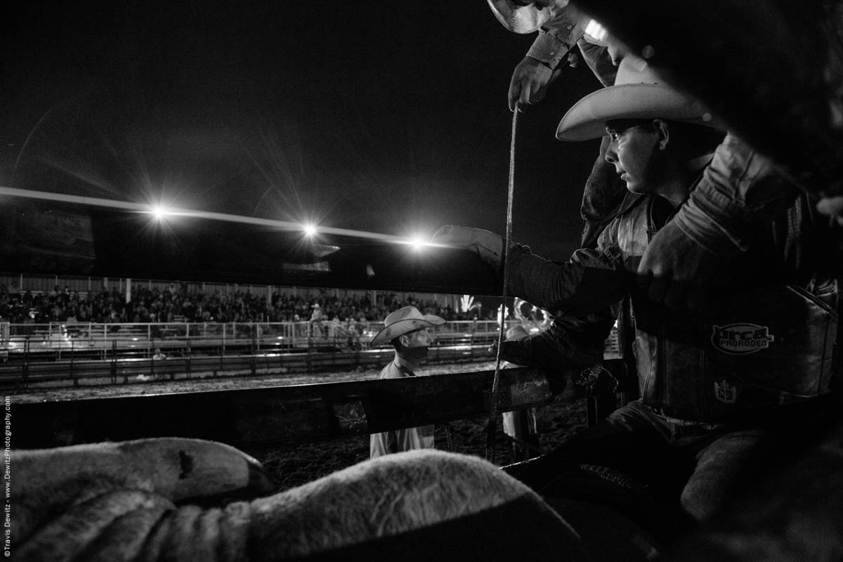 bull-rider-waits-his-turn-in-bull-chute-under-the-lights-prca-pro-rodeo-vest-5333