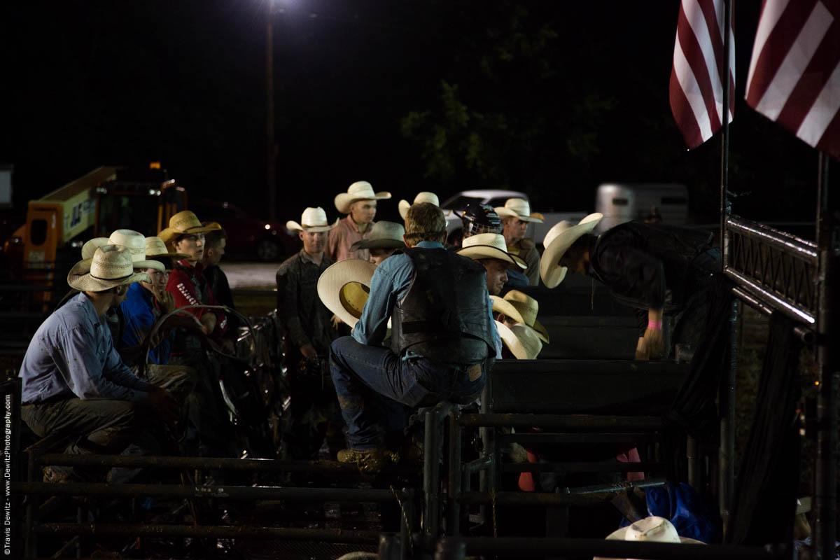 cowboys-sit-at-rodeo-5212