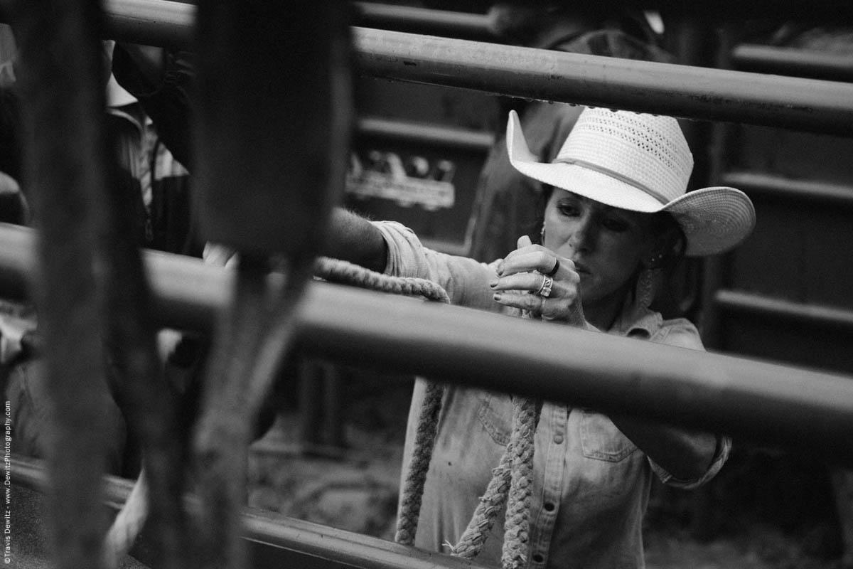 cowgirl-prepares-at-rodeo-bull-rope-4532