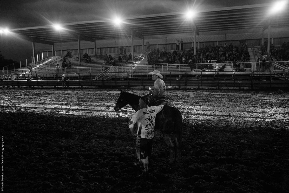 rice-bullriding-bull-fighters-wait-in-mud-5198