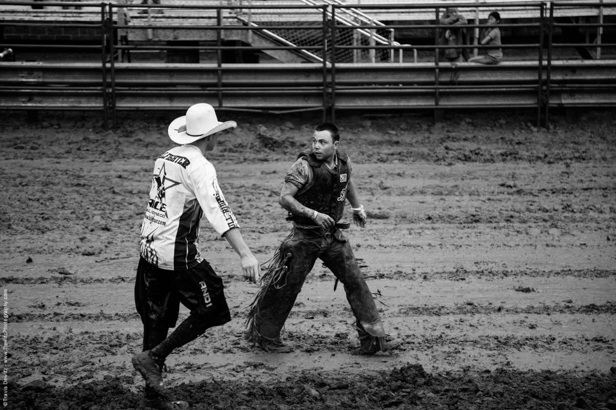 scared-bull-rider-muddy-arena-rice-bull-fighter-4843