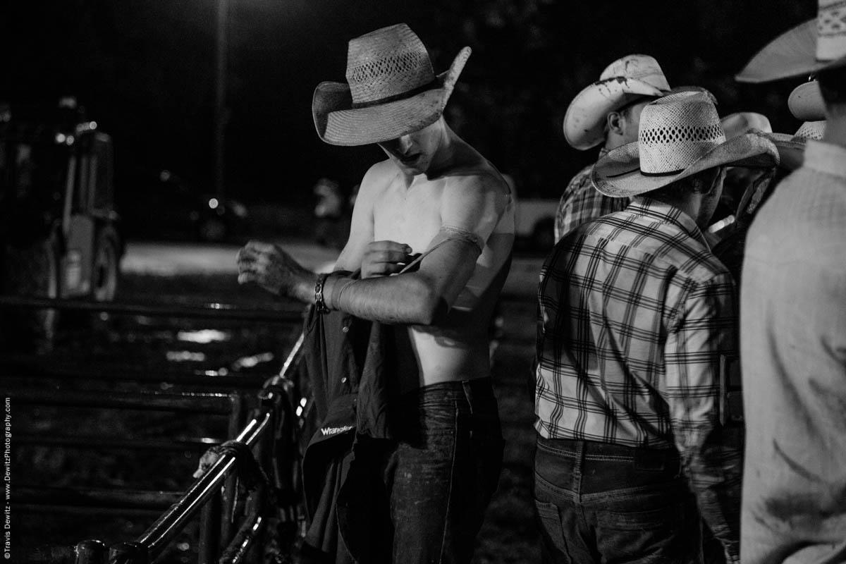 shirtless-cowboy-wraps-arm-5412
