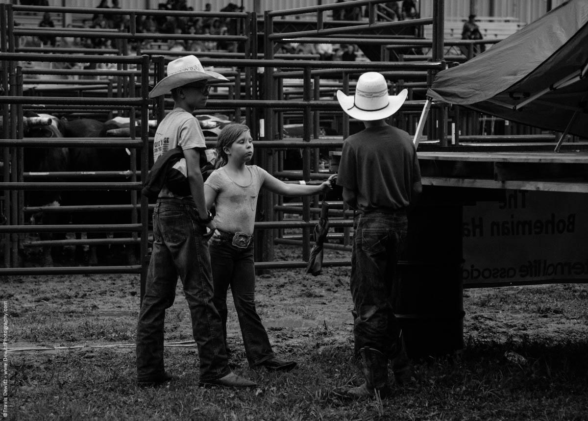 three-kids-cowboys-at-rodeo-4500
