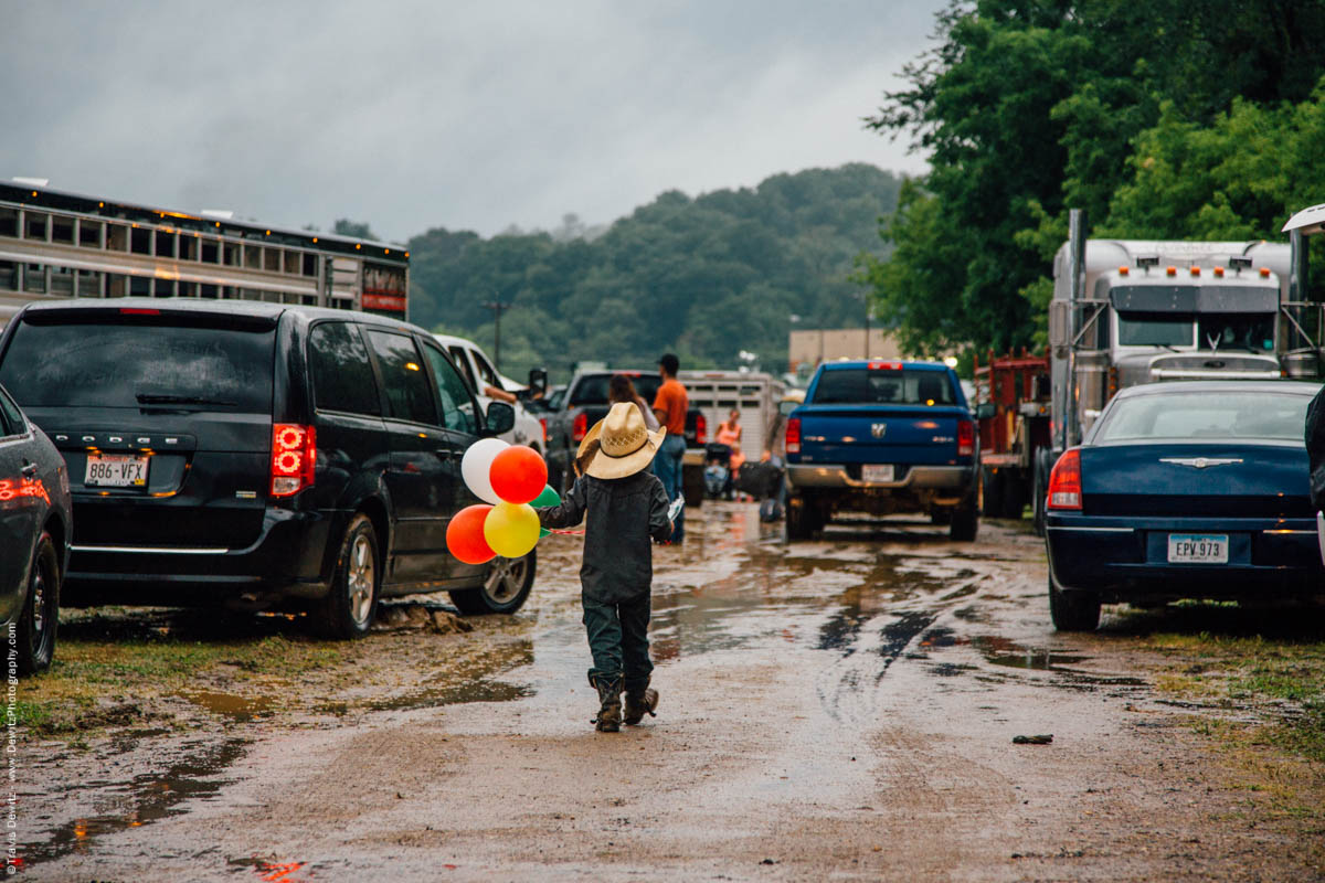 young-boy-cowboy-with-balloons-at-rodeo-jackson-county-fair-4472